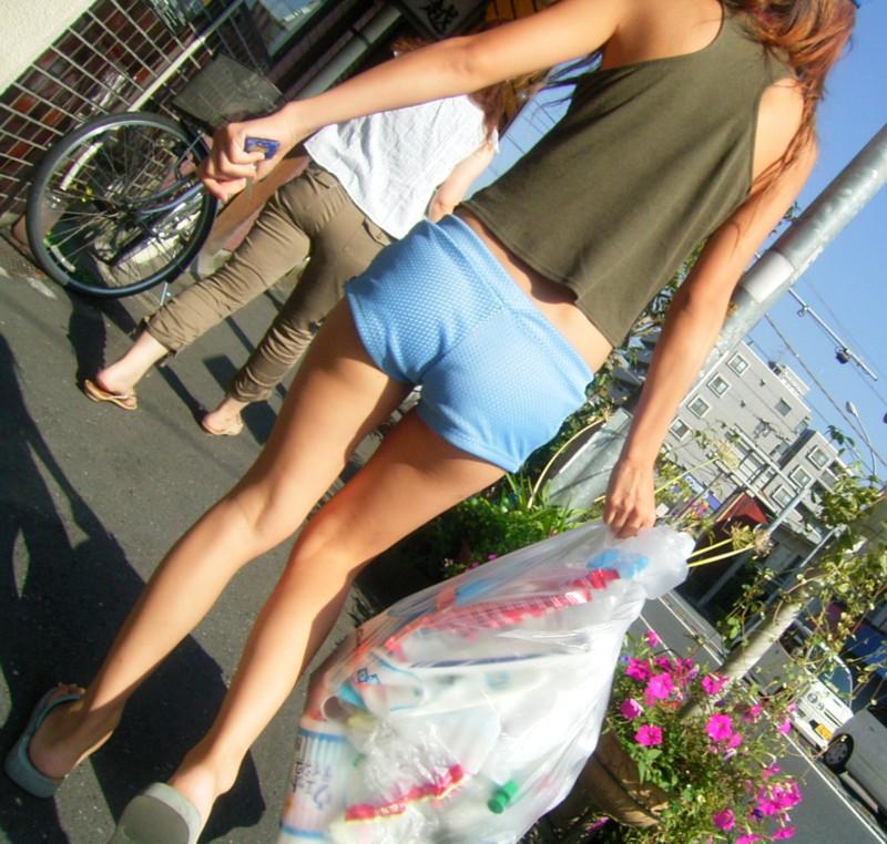 【ホットパンツエロ画像】ついついストーキングしてしまいそうなホットパンツ女子ww 49