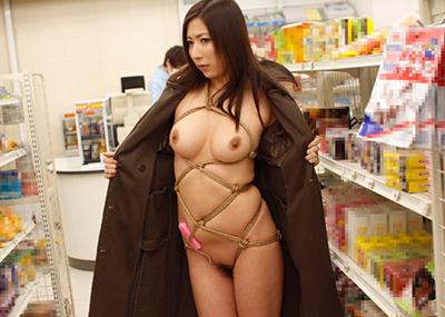 コートを着た露出狂女に遭遇!! → 「バー!!」ってコートを開かれた時の正しい反応がコチラwwwwwww(画像あり)