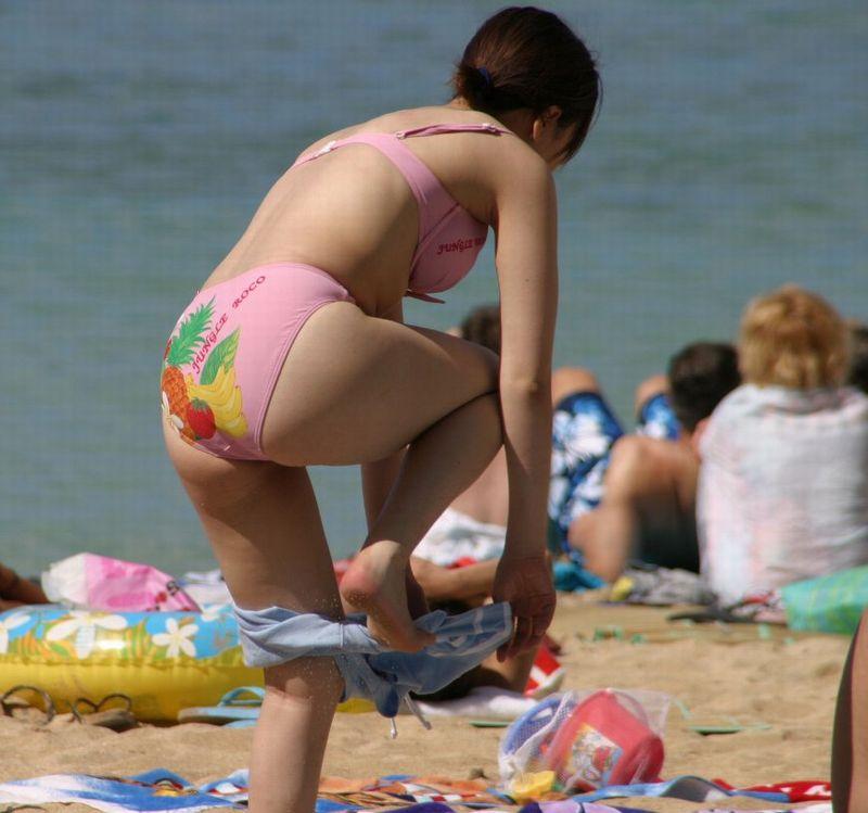 【素人水着エロ画像】素人娘たちの生々しい水着姿にズームイン!wwww 14