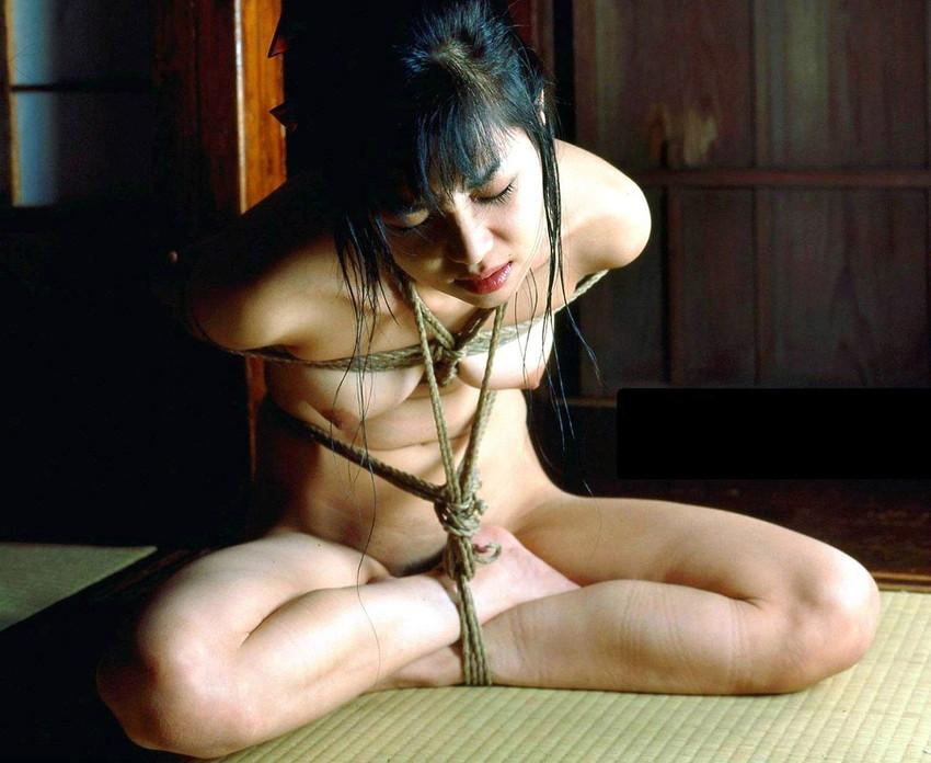 【拘束プレイエロ画像】拘束された女の子って男の欲望を刺激しまくりだよな! 20