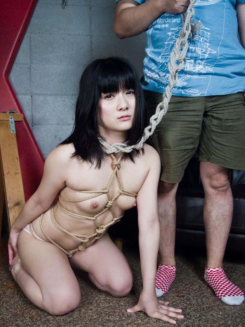 【拘束プレイエロ画像】拘束された女の子って男の欲望を刺激しまくりだよな! 48
