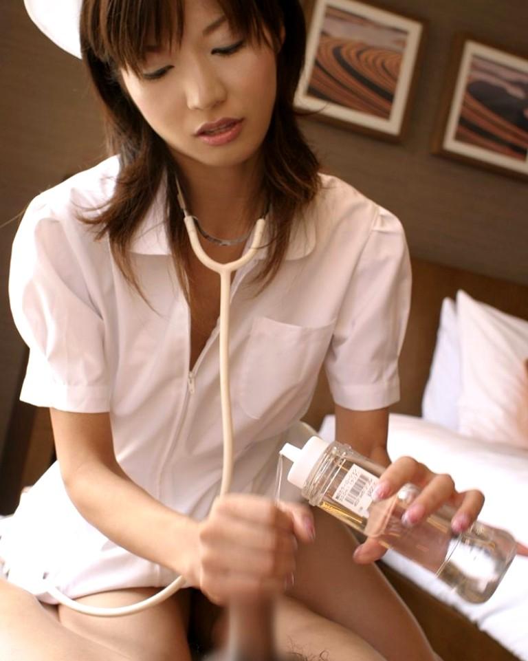 【手コキエロ画像】女の子にしてもらうからこそ意味がある!手コキ画像! 35