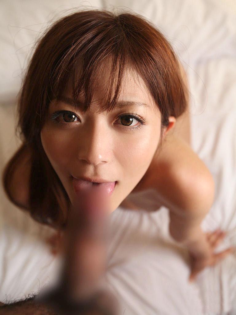 【フェラチオエロ画像】全裸でフェラ!セックス事後?それとも事前?www 23