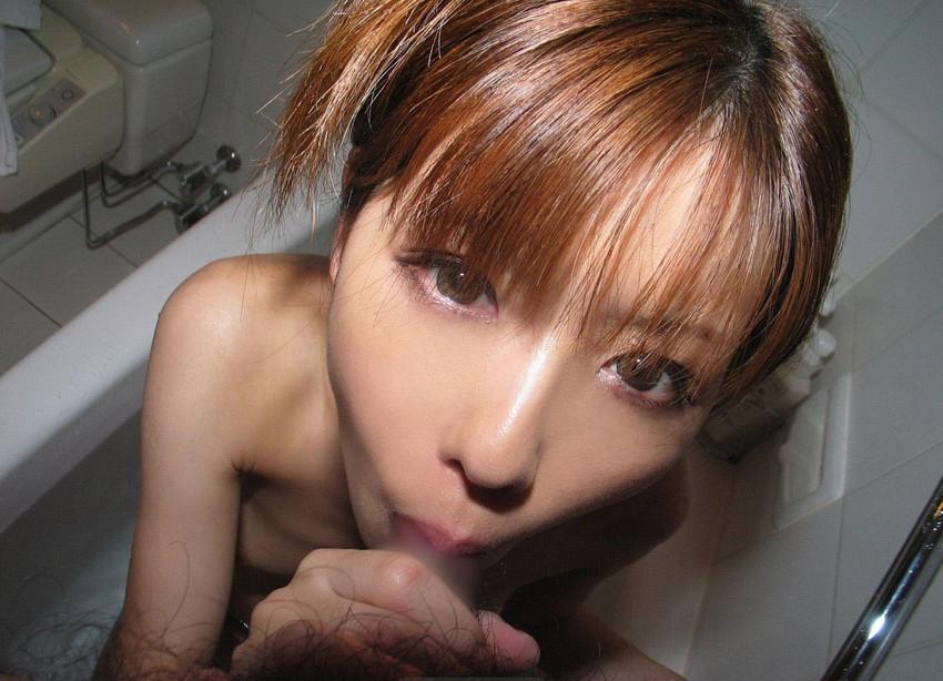 【フェラチオエロ画像】全裸でフェラ!セックス事後?それとも事前?www 26