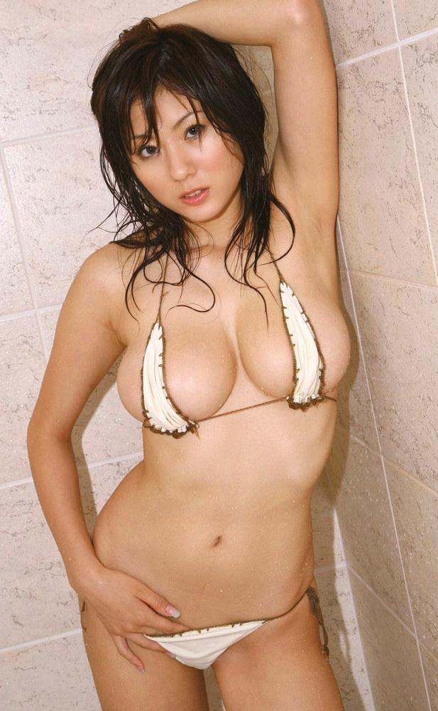 【マイクロビキニエロ画像】こんな紐みたいな水着!人前に着るなんて卑猥すぎるだろ! 29