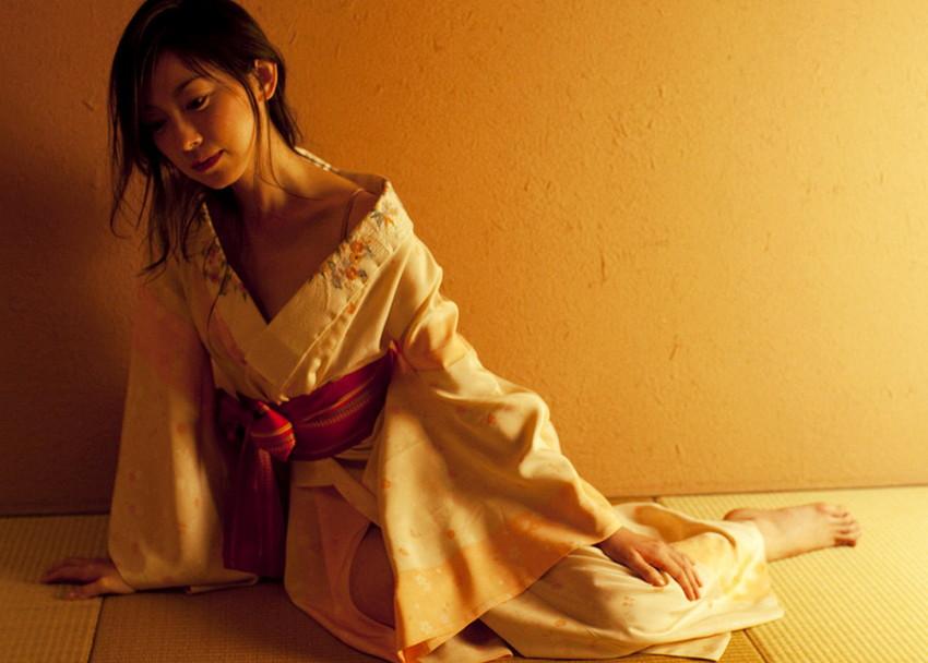 【和服エロ画像】日本の民族衣装をきた女の子たちの至高のエロスwww 04