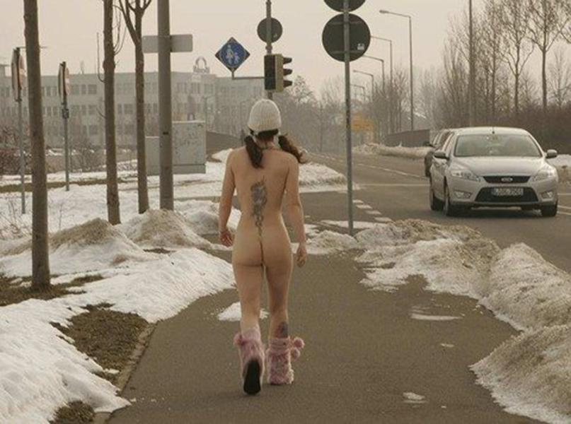 【海外野外露出エロ画像】海外の女の子たちの真っ白な肌が映える!野外ヌード! 41