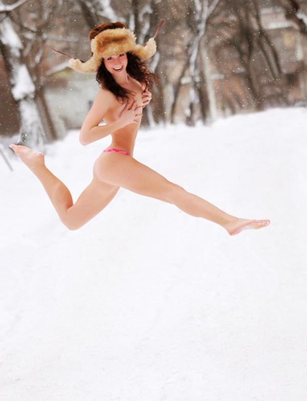 【海外野外露出エロ画像】海外の女の子たちの真っ白な肌が映える!野外ヌード! 43