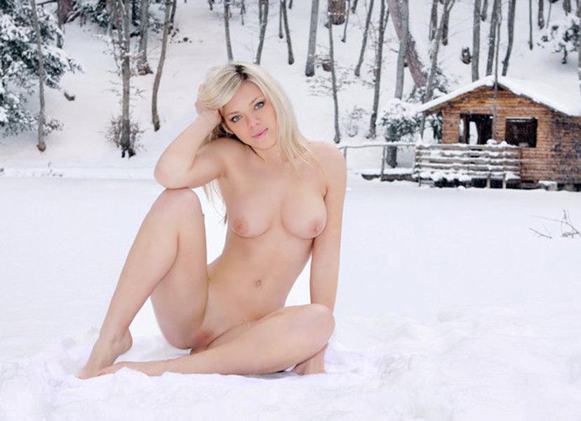 【海外野外露出エロ画像】海外の女の子たちの真っ白な肌が映える!野外ヌード! 52