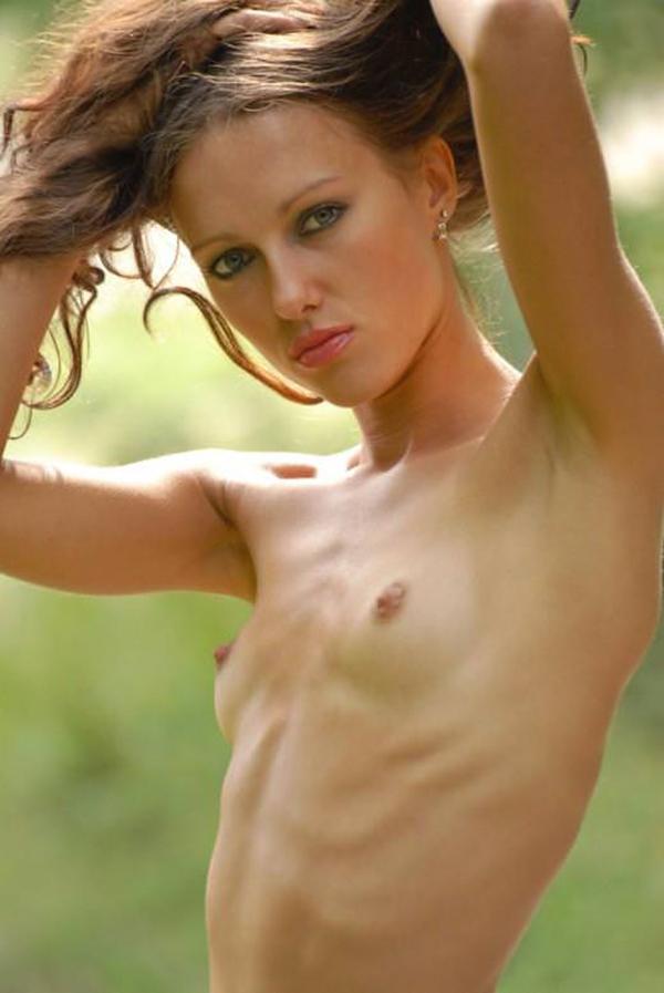 【洋物ちっぱいエロ画像】海外女性イコール巨乳は間違っている!ちっぱいの海外女子! 18