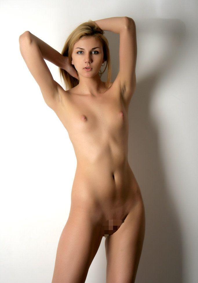 【洋物ちっぱいエロ画像】海外女性イコール巨乳は間違っている!ちっぱいの海外女子! 48