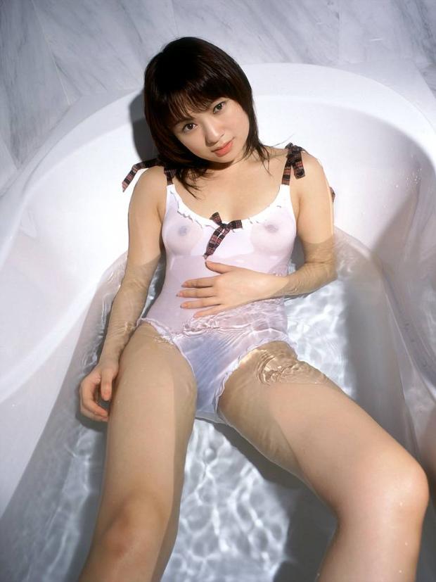 【濡れ透けエロ画像】水に濡れた着衣は予想を上回る透けっぷりだな! 22
