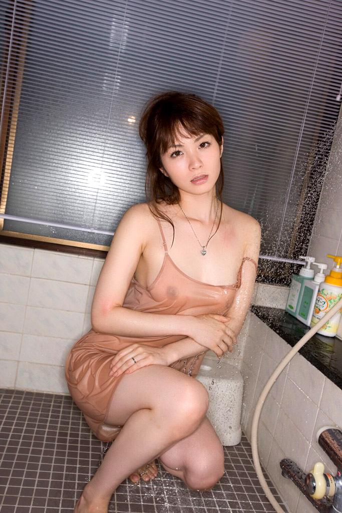 【濡れ透けエロ画像】水に濡れた着衣は予想を上回る透けっぷりだな! 29