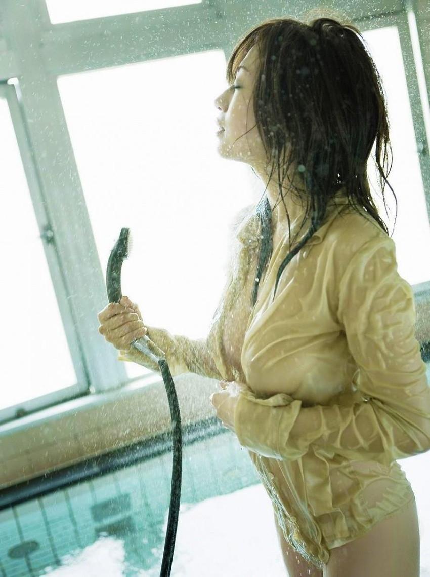 【濡れ透けエロ画像】水に濡れた着衣は予想を上回る透けっぷりだな! 48
