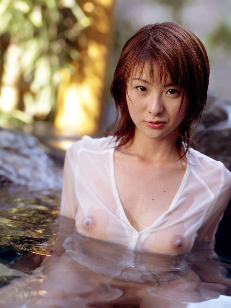 【濡れ透けエロ画像】水に濡れた着衣は予想を上回る透けっぷりだな! 53