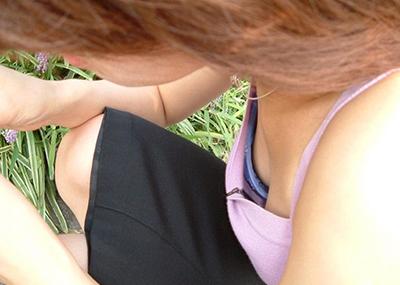【素人胸チラエロ画像】素人娘たちの胸元を狙った盗撮画像がこちらwww