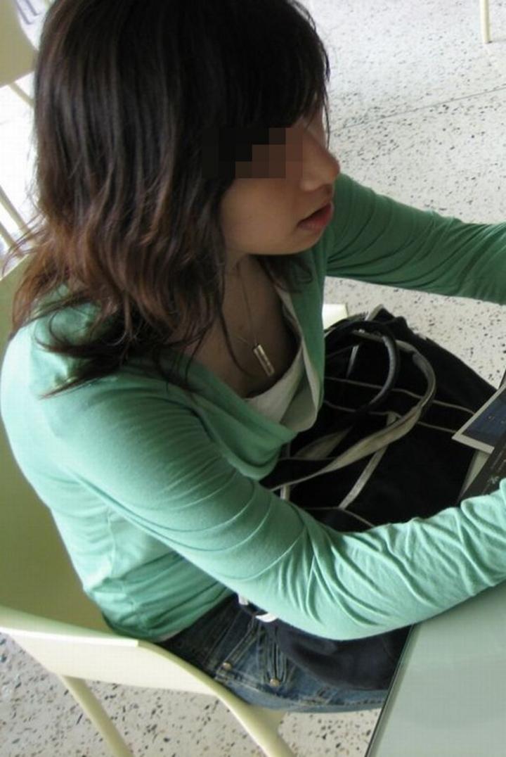 【素人胸チラエロ画像】素人娘たちの胸元を狙った盗撮画像がこちらwww 05