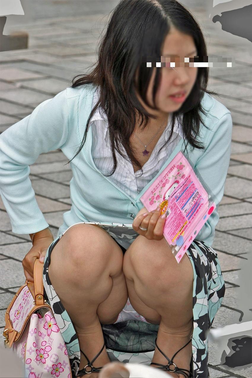 【街撮りパンチラエロ画像】街中で見かけた偶発的なパンチラがエロすぎだろ! 19