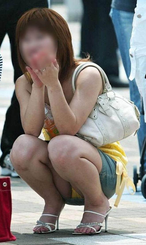 【街撮りパンチラエロ画像】街中で見かけた偶発的なパンチラがエロすぎだろ! 47