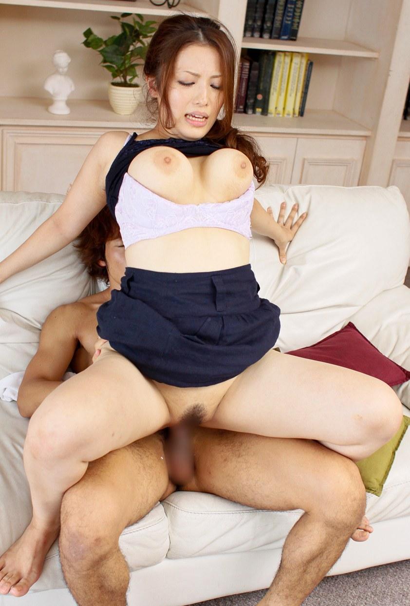 【着衣セックスエロ画像】着衣のままセックスしている女の子たちの衝撃的なエロス! 34