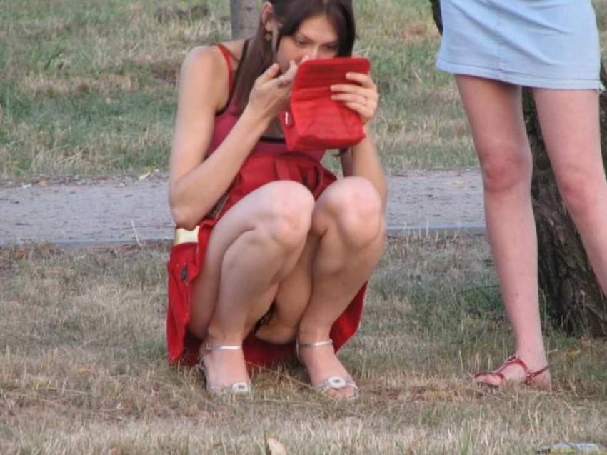 【海外街撮りパンチラエロ画像】海外の女の子たちの生々しい素人パンチラ! 24