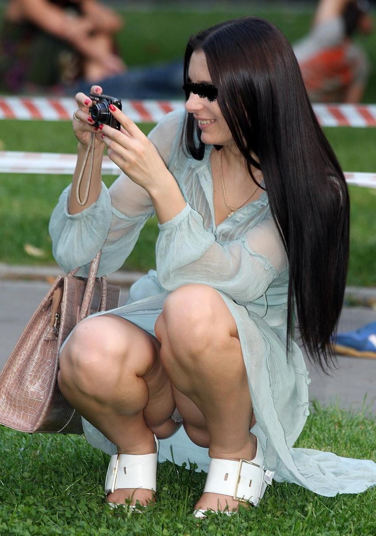 【海外街撮りパンチラエロ画像】海外の女の子たちの生々しい素人パンチラ! 42