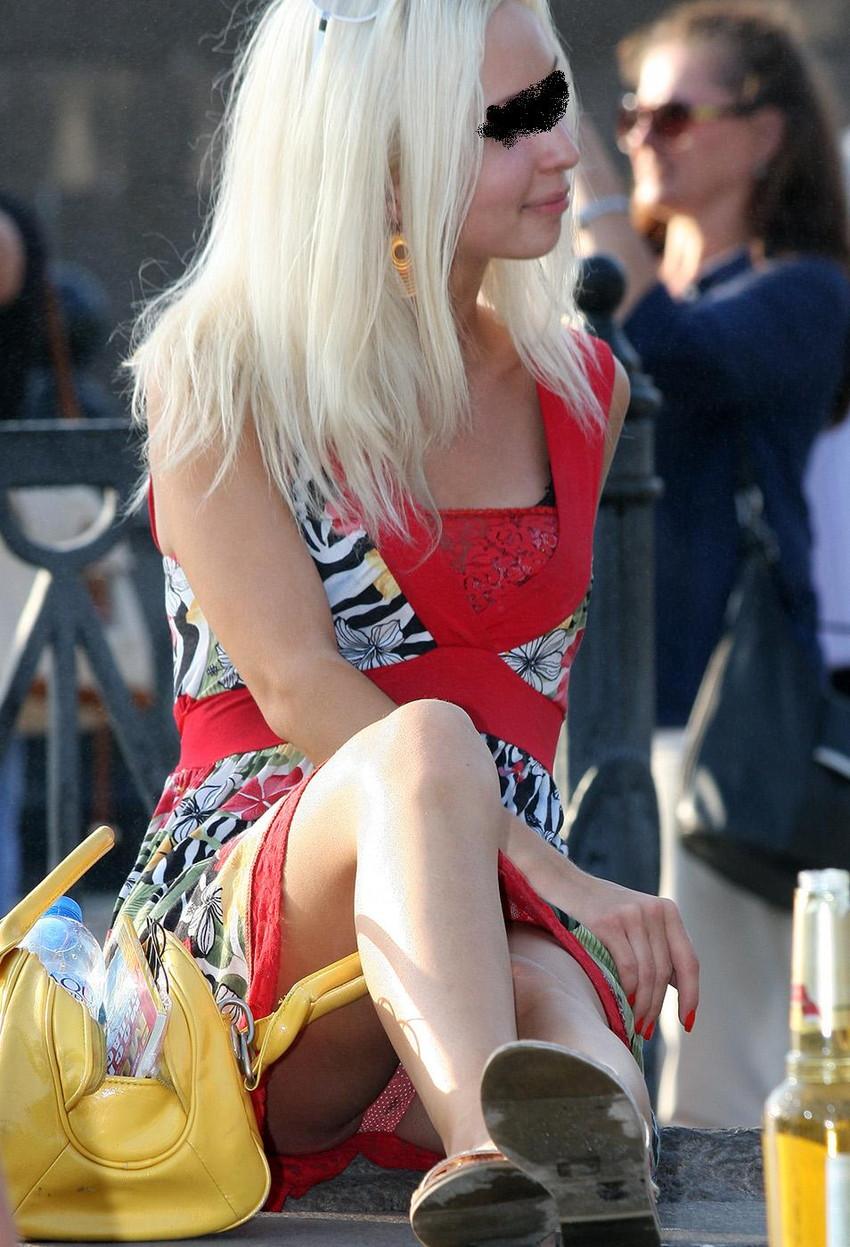 【海外街撮りパンチラエロ画像】海外の女の子たちの生々しい素人パンチラ! 43
