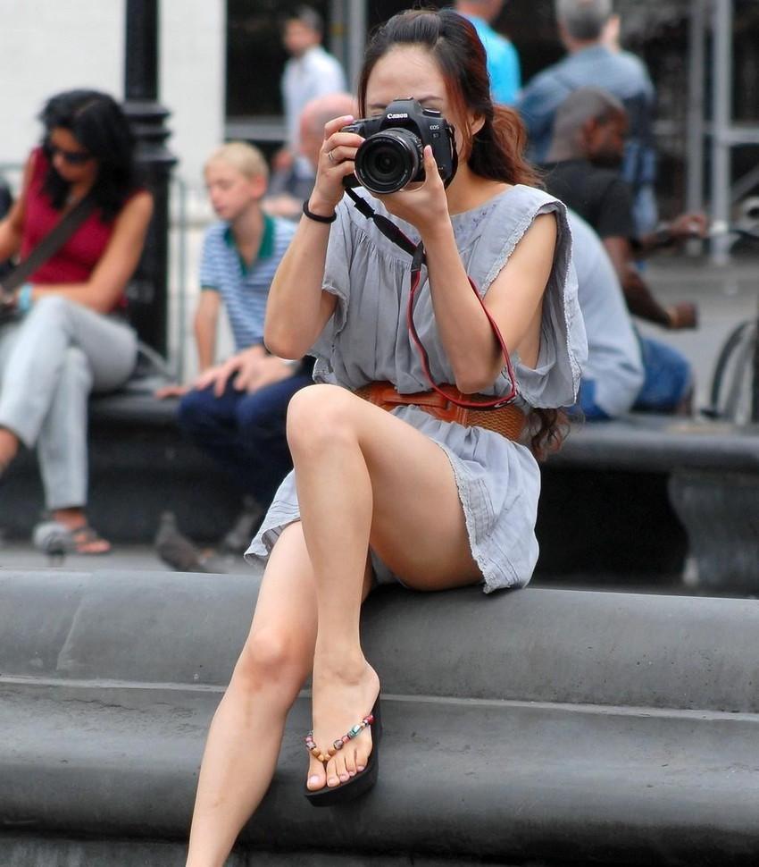 【海外街撮りパンチラエロ画像】海外の女の子たちの生々しい素人パンチラ! 48