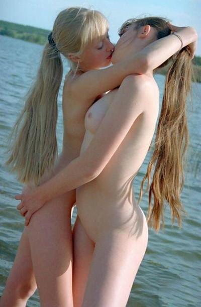 【海外レズビアンエロ画像】美しすぎて凝視!美しくも至高のエロスを含んだ海外レズ! 49