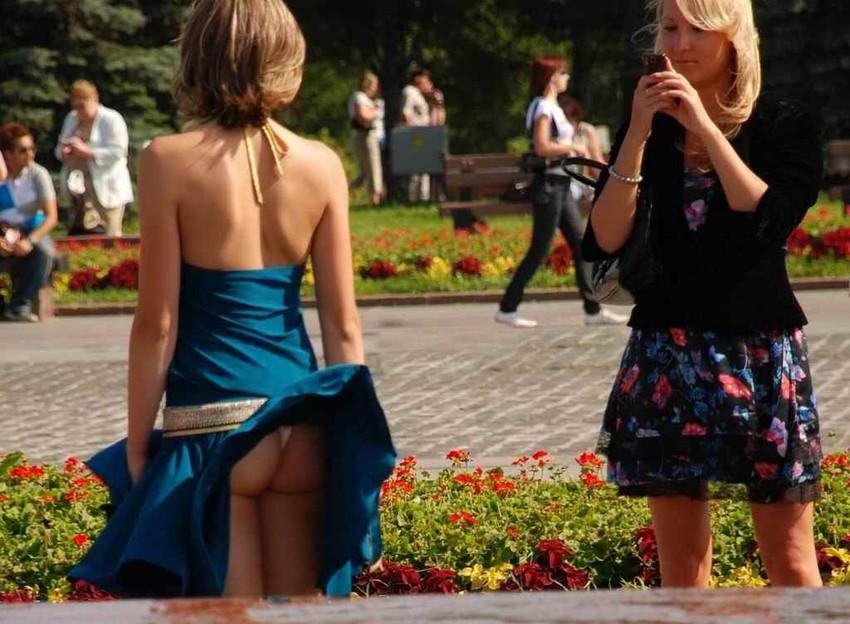【海外パンチラエロ画像】海外の女の子たちのパンチラ画像集めたったww