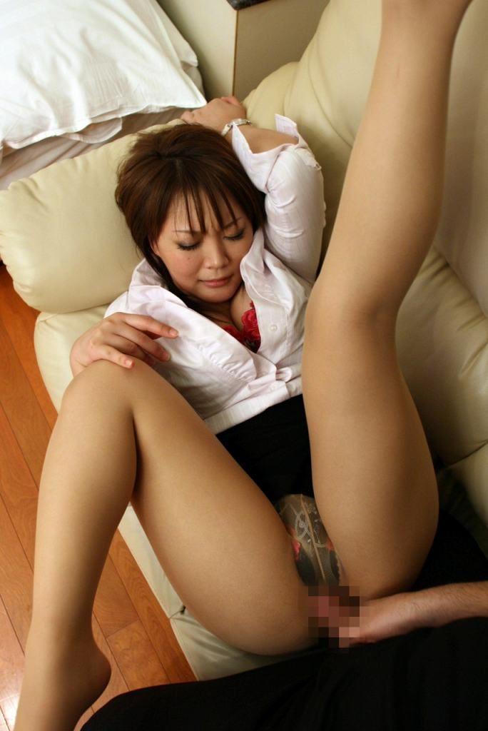【着衣セックスエロ画像】着衣を脱がさずにセックスに持ち込んだ結果www 05