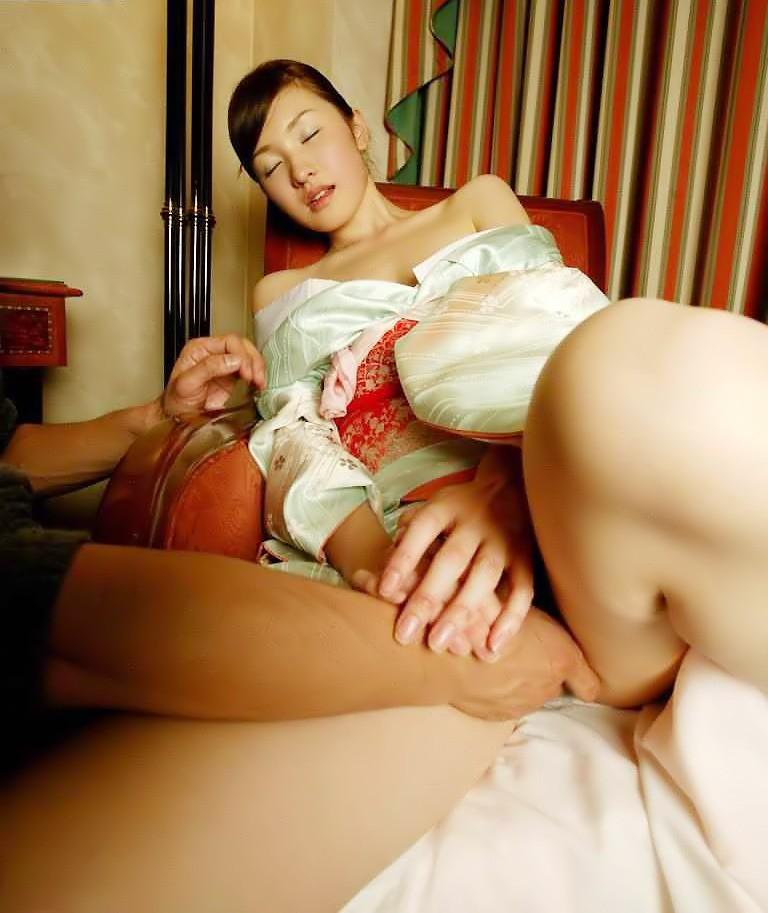 【和服エロ画像】和服姿のエロカワな女の子!これぞまさに大和撫子!? 18