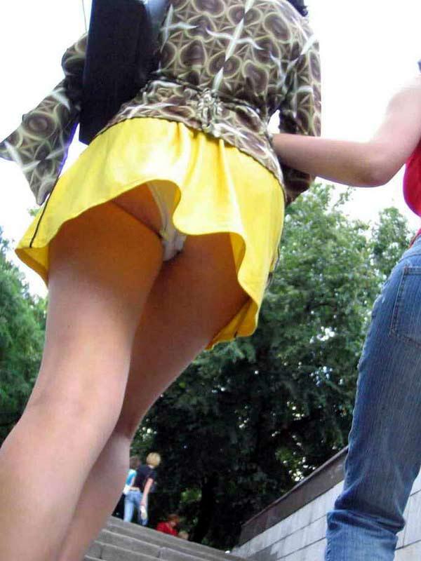 【パンチラ盗撮エロ画像】油断大敵!不本意にもパンチラを盗撮されてしまった女の子! 18