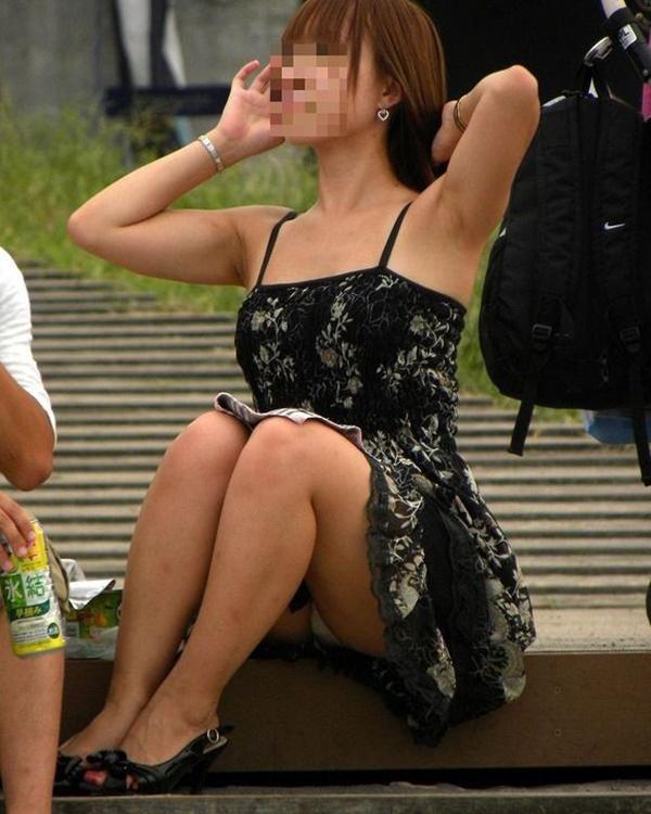 【パンチラ盗撮エロ画像】油断大敵!不本意にもパンチラを盗撮されてしまった女の子! 44