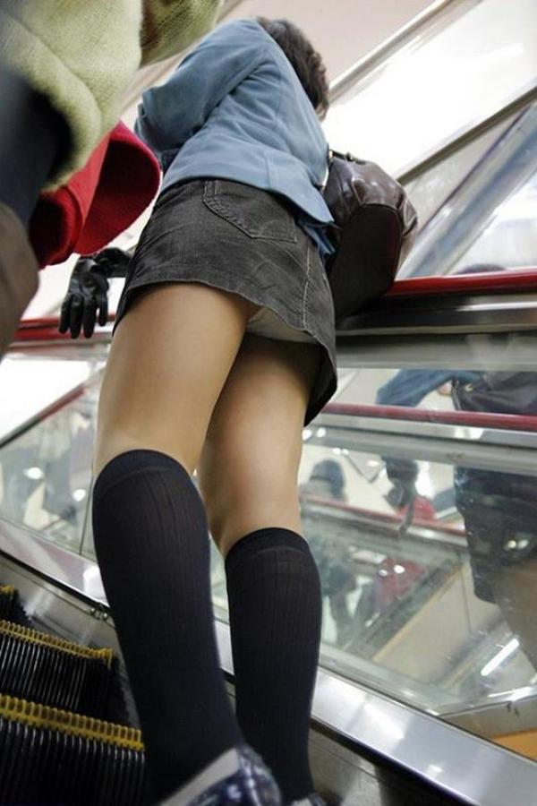 【パンチラ盗撮エロ画像】油断大敵!不本意にもパンチラを盗撮されてしまった女の子! 47