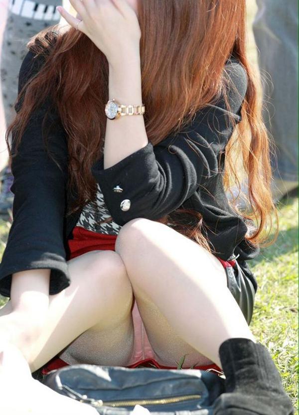 【パンチラ盗撮エロ画像】油断大敵!不本意にもパンチラを盗撮されてしまった女の子! 53