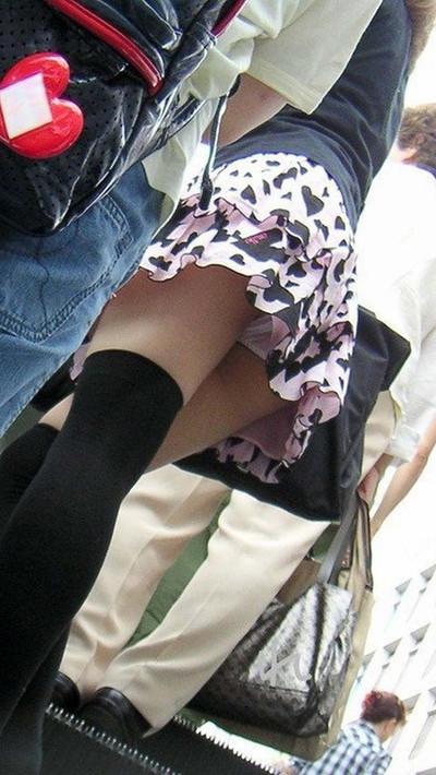 【パンチラ盗撮エロ画像】油断大敵!不本意にもパンチラを盗撮されてしまった女の子! 05