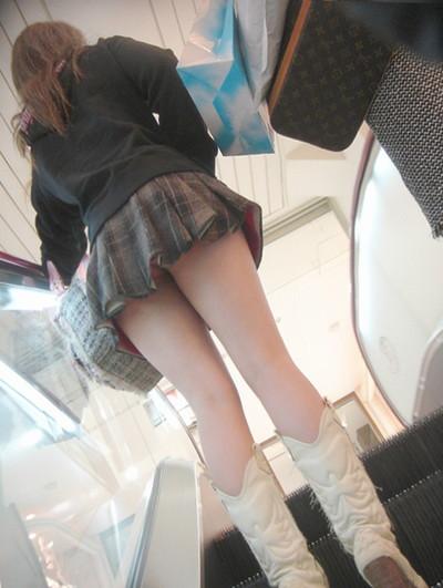 【パンチラ盗撮エロ画像】油断大敵!不本意にもパンチラを盗撮されてしまった女の子! 21