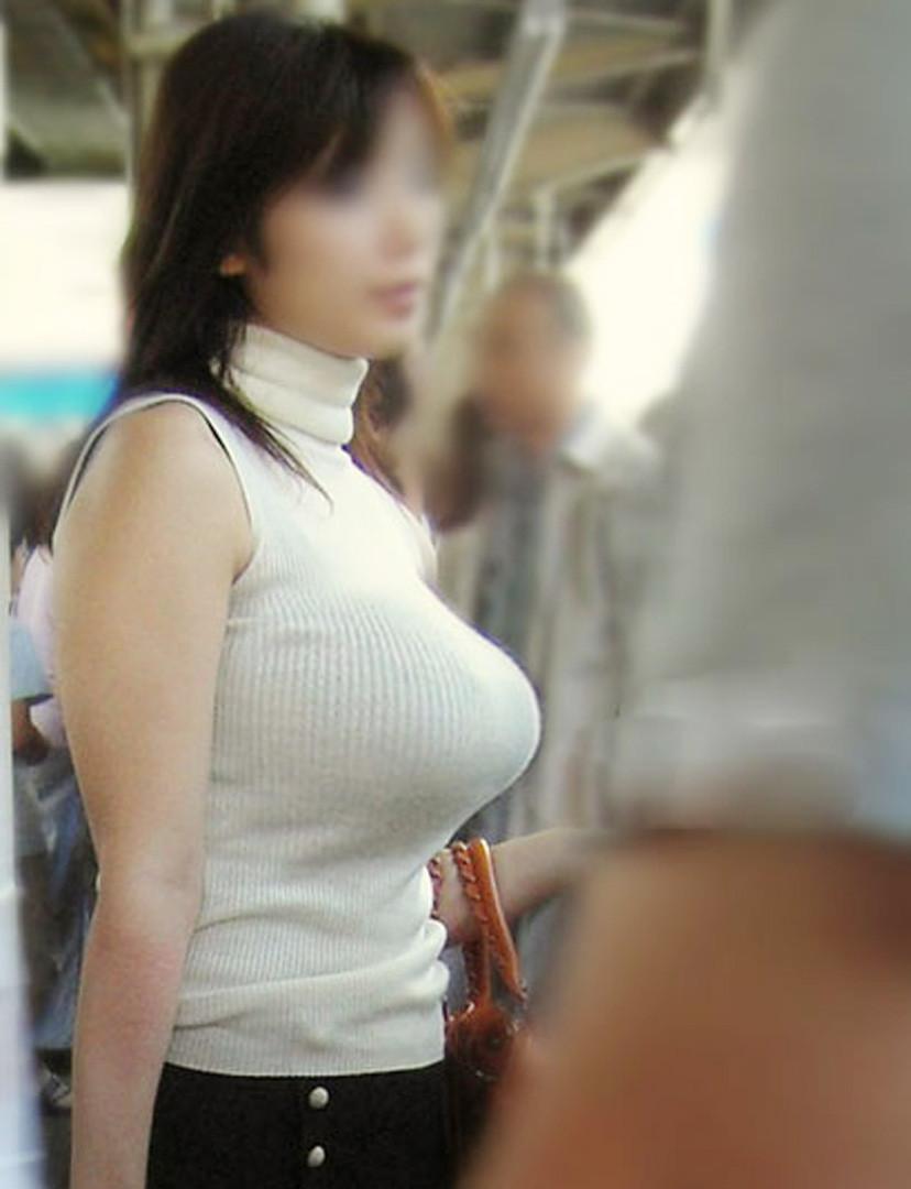 【着衣巨乳エロ画像】何度でも振り向いて見てしまいそう!着衣巨乳の女の子! 18