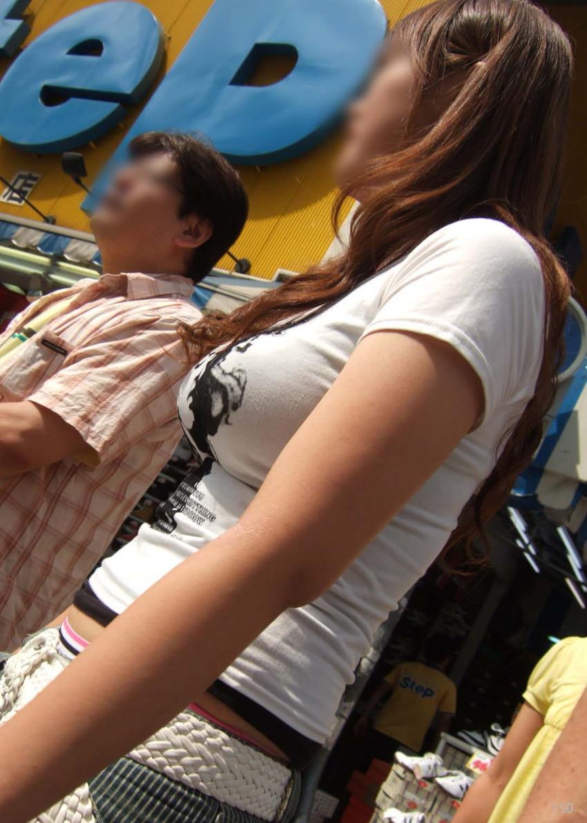 【着衣巨乳エロ画像】何度でも振り向いて見てしまいそう!着衣巨乳の女の子! 25
