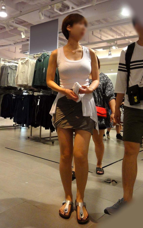 【着衣巨乳エロ画像】何度でも振り向いて見てしまいそう!着衣巨乳の女の子! 30