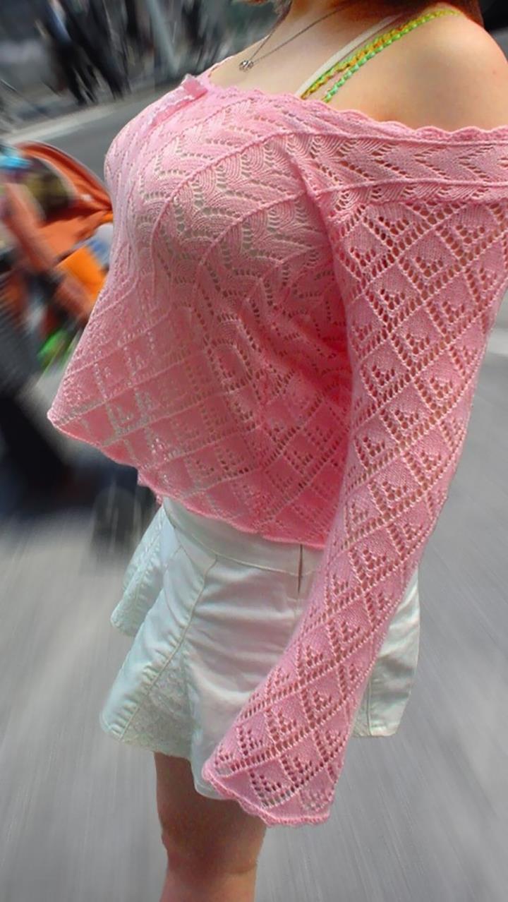 【着衣巨乳エロ画像】何度でも振り向いて見てしまいそう!着衣巨乳の女の子! 41