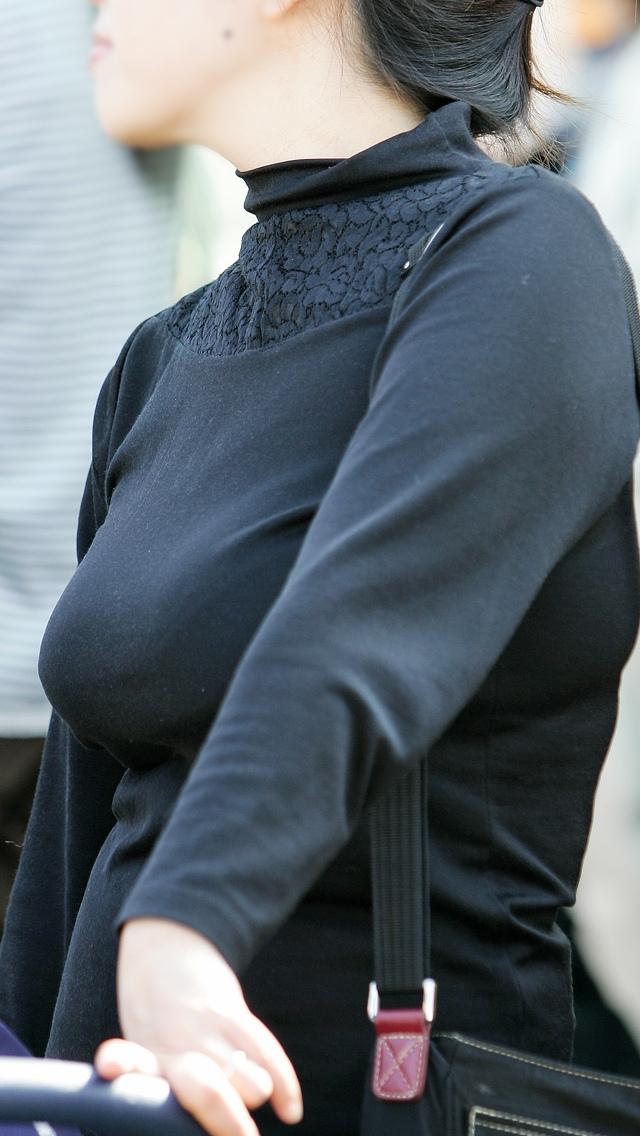 【着衣巨乳エロ画像】何度でも振り向いて見てしまいそう!着衣巨乳の女の子! 43