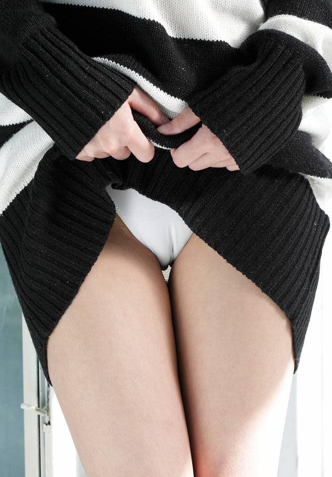【マンスジエロ画像】卑猥なまでに食い込んだ股間!性器が浮き彫りじゃないか!? 13