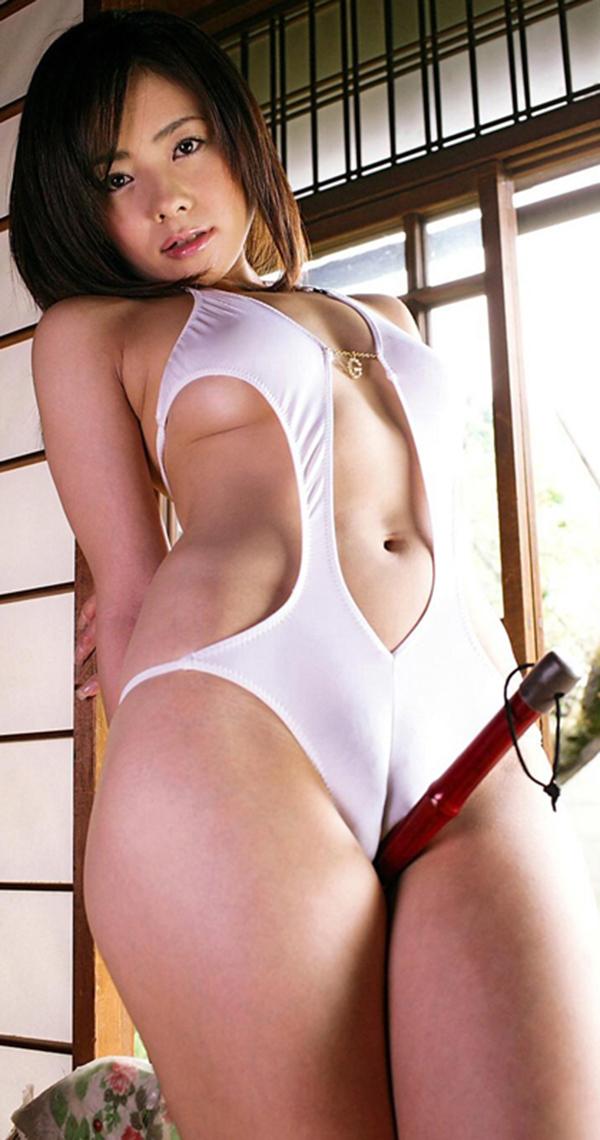【マンスジエロ画像】卑猥なまでに食い込んだ股間!性器が浮き彫りじゃないか!? 25