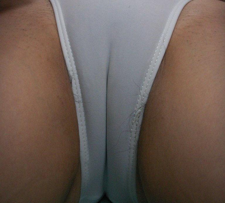 【マンスジエロ画像】卑猥なまでに食い込んだ股間!性器が浮き彫りじゃないか!? 46