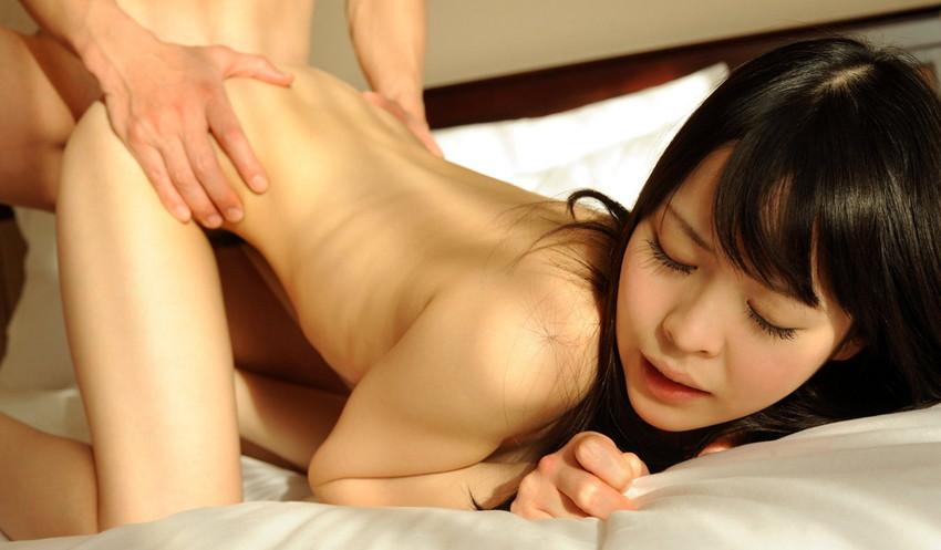 【後背位エロ画像】後ろから女の子の美尻を眺めながらチンポを突き立てる! 43