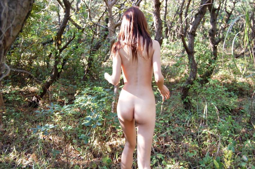 【野外露出エロ画像】これほど過激な野外露出!いきすぎ素人たちの野外露出! 46