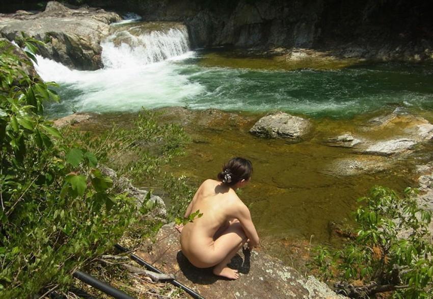 【野外露出エロ画像】これほど過激な野外露出!いきすぎ素人たちの野外露出! 49