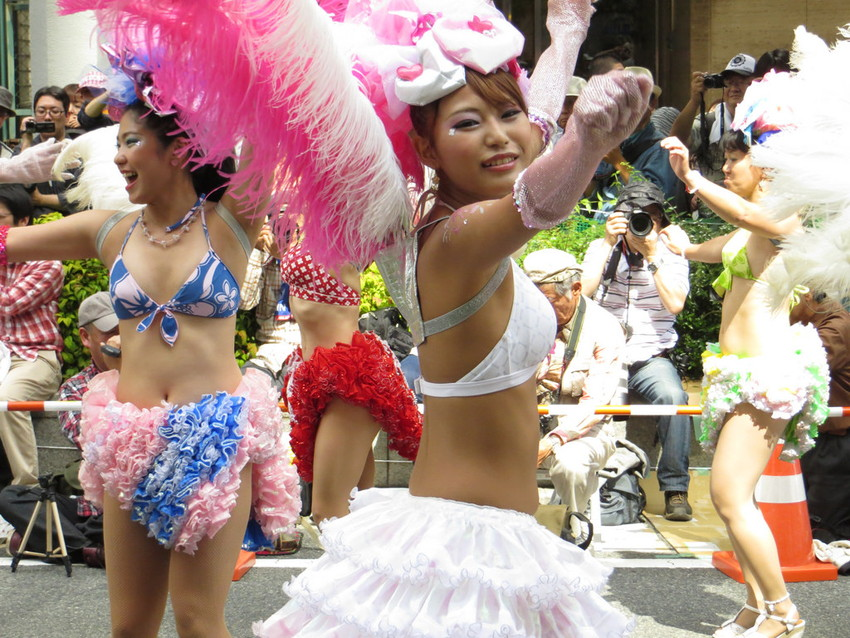 【サンバエロ画像】日本にもあった!下着同然で踊りまくりのサンバ祭り! 04